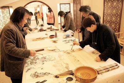 宜兴市美术家协会爱心助残走进爱德陶艺社