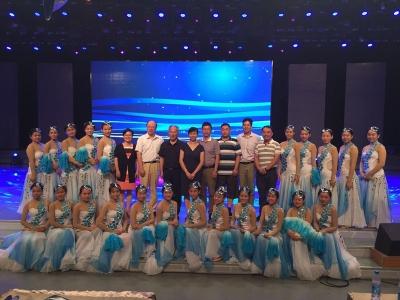 金卓青理事长一行看望参加第九届全国残疾人艺术汇演的演职人员
